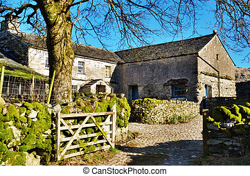 Picturesque Farmyard And Barn - Gateway to a picturesque...