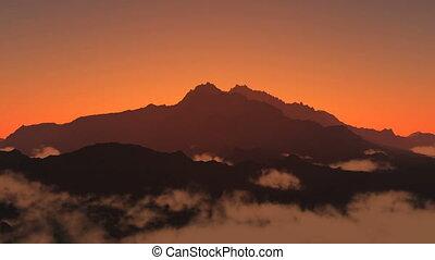 sun rise from mounatin