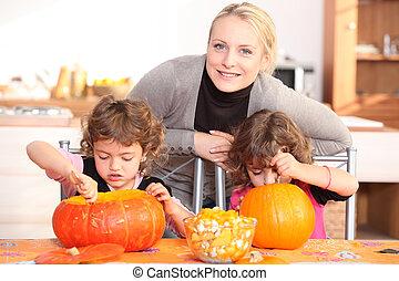 madre, bambino, preparare, zucca