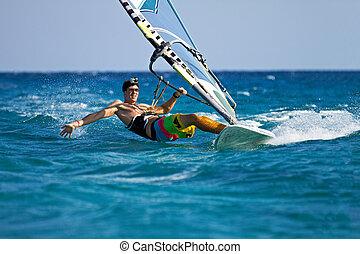 jovem, homem, surfando, vento, esguichos, água