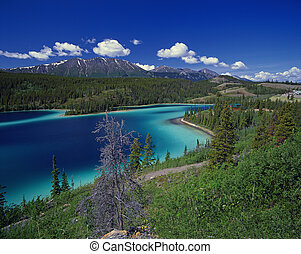 Smaragd lake in Yukon