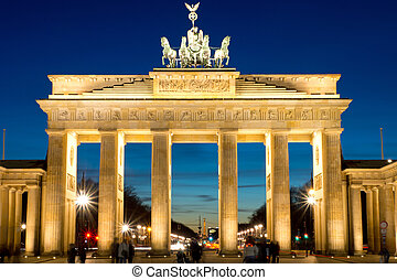 The Brandenburg Gate at dawn - The famous Brandenburger Tor...