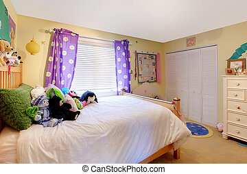 Baby girl room with toys and purple curtains - Yelow baby...