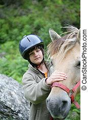 criança, acariciar, cavalo