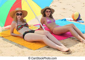 niñas, acostado, playa