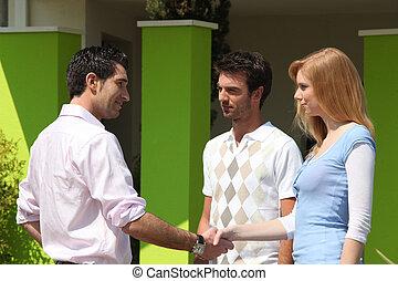pareja, reunión, corredor de bienes raíces