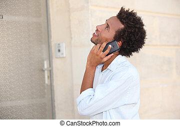 homme, téléphone, devant, fermé, porte