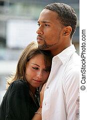 un, interracial, pareja