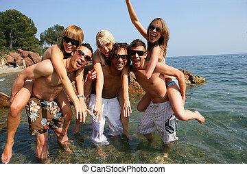 樂趣, 有, 海灘, 年輕, 人們