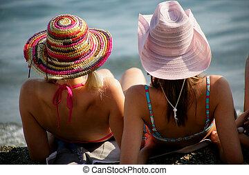 il portare, Cappelli, due, Donne, spiaggia, seduto