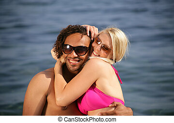 interracial, pareja, playa