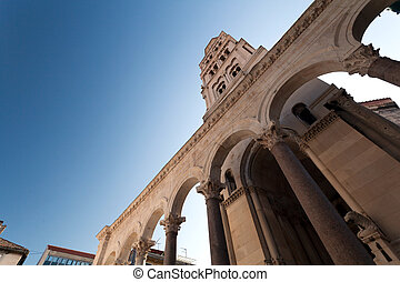 Diocletian Palace - Diocletian palace ruins and cathedral...