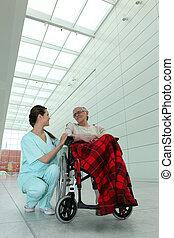joven, morena, Enfermera, anciano, dama, rueda, silla,...