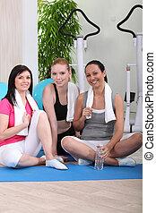 Sportswomen in fitness club