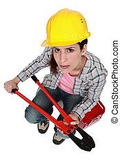 mujer, duro, sombrero, bolt-cutters