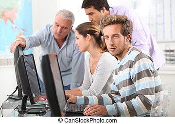 Computadoras, trabajando, gente