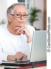 mature woman laptop