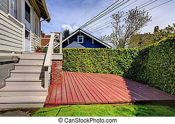 Small private back yard with new deck. - Small simple house...