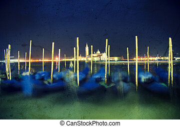 Night grunge gondole in Venice - Panoramic of many move...