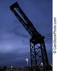 glasgow dock crane 02 - a night time view of the finnieston...