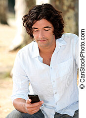 bloke reading an sms