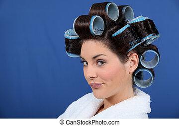 mujer, pelo, bigudíes, Diciendo haciendo pucheros