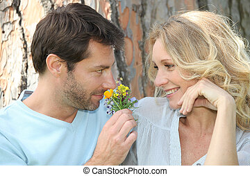 flor, marido, cheirando