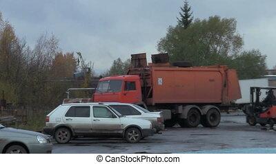 loading garbage