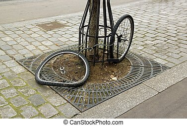 theft of a bicycle, it remains only two wheels