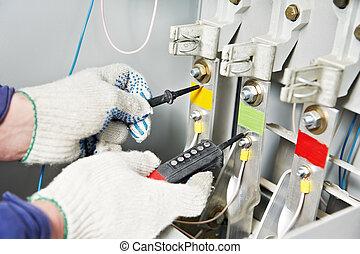 close-up, mãos, eletricista, medida, Voltagem
