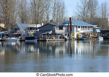 Floating houses and boats, Portland OR. - A neighborhood of...