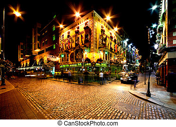 Temple Bar Street in Dublin, Irelan - Night view of Temple...