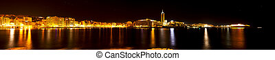 The night is alive - This is a ten shot panoramic image...