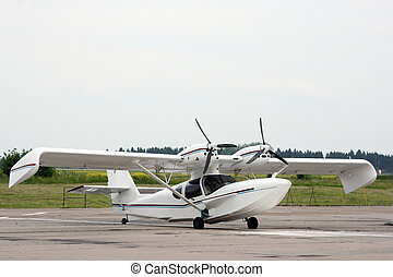 Seaplane - The easy hydroplane costs on an airfield