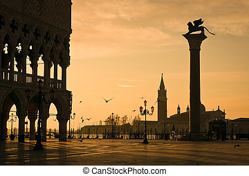 Doges Palace at dawn in Venice - Palazzo Ducale Doges Palace...