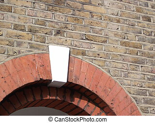 Keystone - White keystone in arch in brick wall