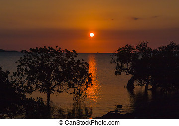 Baie du Courrier - Sunset on the Antsiranana bay (Diego...