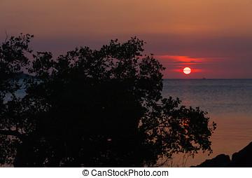 Baie du Courrier - Sunset on the Antsiranana bay (Diego...