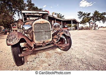 Roure 66 artefacts - Abandoned rusty car in desert on Route...