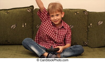 boy play video game