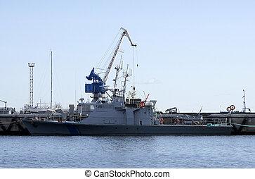 warship - The average warship costs at mooring