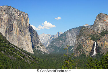 Tunnel view Yosemite National Park - Tunnel view tourist...