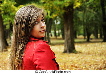 girl in the autumnal park