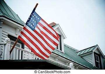 USA flag - Bandera de USA ondeando en una balconada