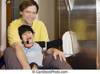 piso, hijo, padre, refrigerador, incapacitado, limpieza,...