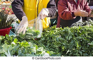 Selling organic vegetables on marke