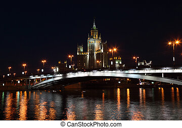 Residential building on Kotelnicheskaya Quay and bridge in...
