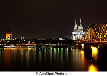 DOM in Cologne, night - DOM in Cologne, the railroad bridge,...