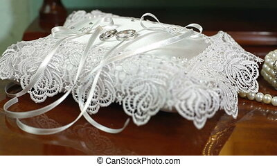 DOLLY: Bridal Accessories - Wedding accessories, rings and...