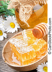 Honey pot and comb - Glass honey pot and comb with daisies